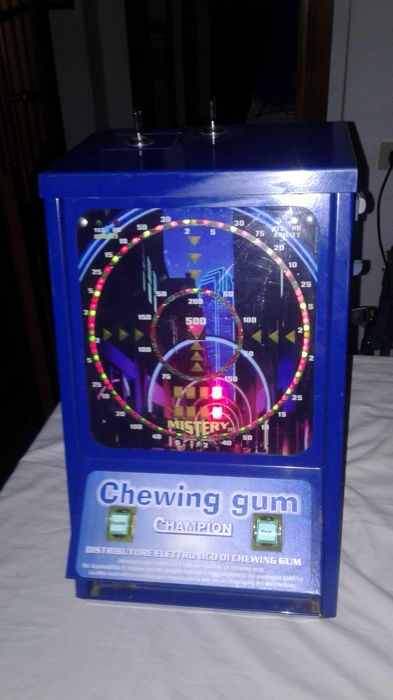 Chewing gum vending machine - very good condition - working on 50 cent coins