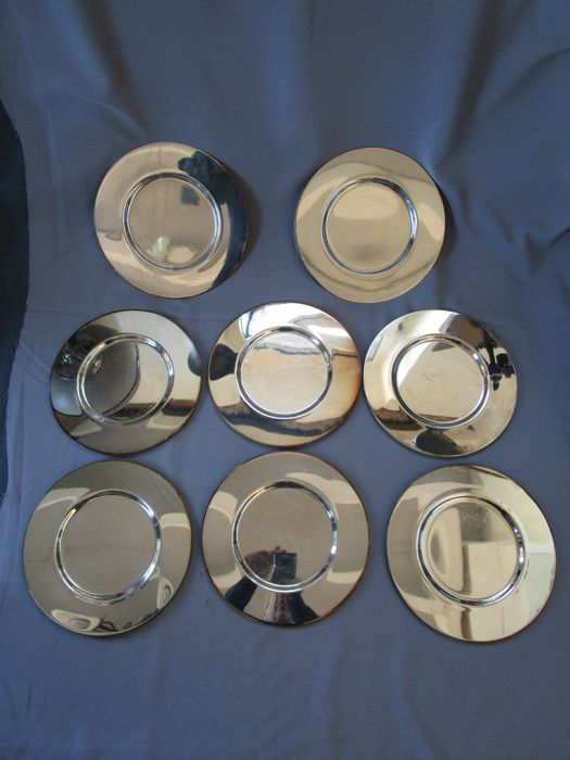 8 silver-plated underplates - Italy - Bossi de Umberti company - diameter 28 cm - weight approx. 4.9 kg