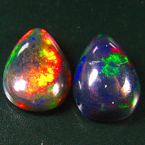 Set of Black opal  - 11.4 x 8.2 mm , 10.9 x 7.9 mm - 5.06 ct ( 2)