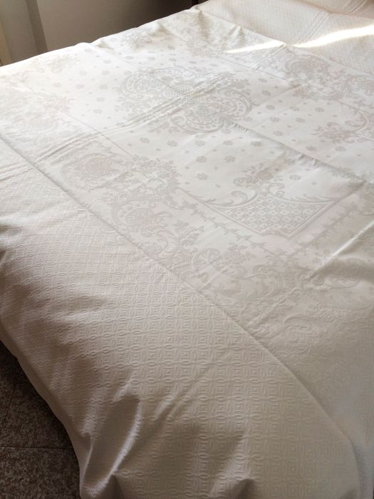 Rare antique bedspread cut in white pique damask jacquard