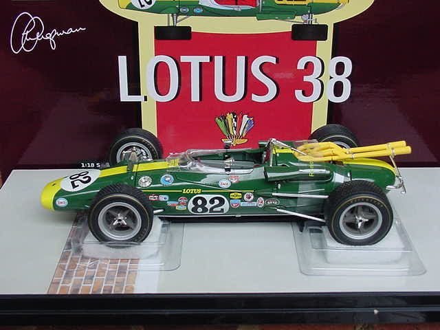 Carousel 1 - Scale 1/18 - Lotus 38 - 1965 Indianapolis 500 winner #82 - Jim Clark