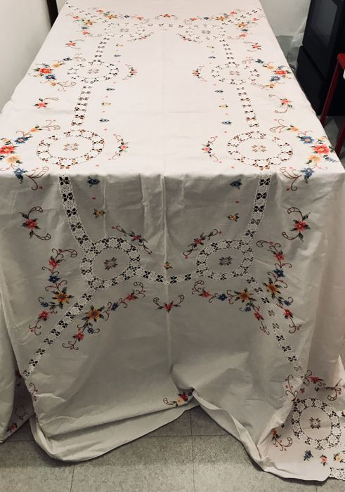 Large old tablecloth in pure cotton with cross stitch embroidery and needlework with handmade inlays 250 x 160 cm + 12 serviettes