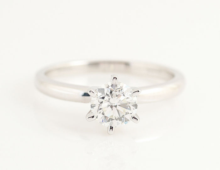 14kt AIG lab certified white gold diamond solitaire ring total  1.00ct  / F - VS2 / strong brilliance / 3.02gr / 54 size /