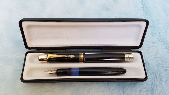Hunt Co - Made in USA - Kaweco 300 Transparent. 2 fountain pens. 20th century