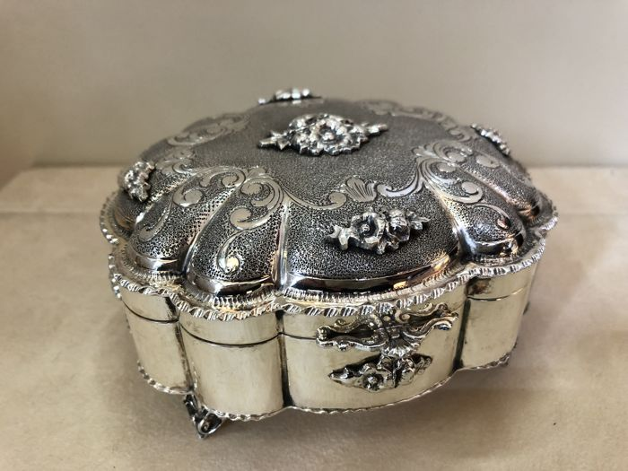 Silver Box Chiselled with Floral Motifs Italy, 20th century