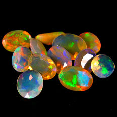 Excellent lot with rainbow flash white opals  - 5.01 ct (11)