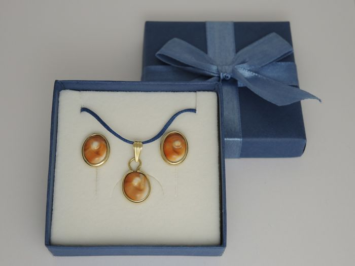 18kt gold pendant and earrings with eye of Santa Lucia shell