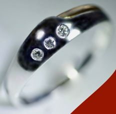 14 kt - design white /yellow gold ring with 3 round brilliant cut diamonds of 0.18 ct in total *. NO MINIMUM PRICE*
