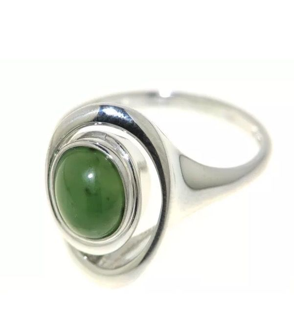 Ring in 925 silver with oval jade
