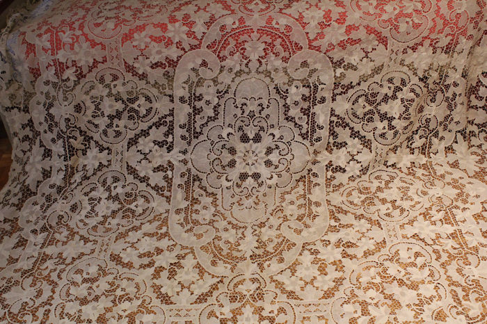 Bedspread/tablecloth of Burano lace - from the early 1900s - 235 x 280 cm