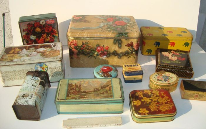 Lot of 12 tin boxes - vintage advertising