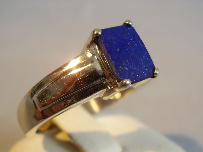 Men's ring with royal blue lapis lazuli disk of 1.5 ct, made around 1955/1960