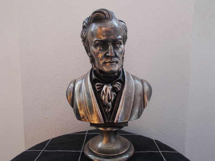 Small bust depicting Wagner - resin coated in antiqued copper - very realistic, with great attention to details - good condition, as shown in the photos - early 70s