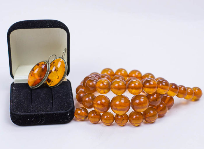 Vintage Set of necklace and earrings in Butterscotch & Egg Yolk colour