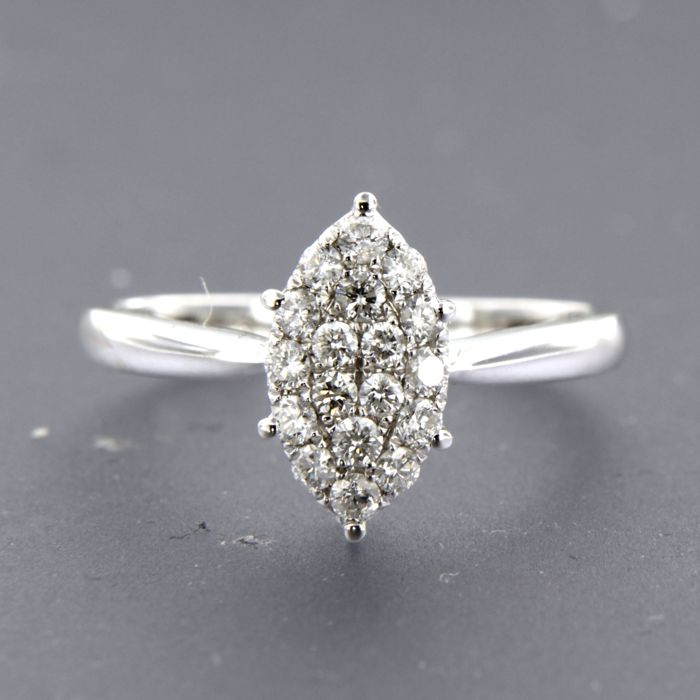 18 kt white gold ring in a marquise shape set with 18 brilliant cut diamonds, ring size 17.25 (54)