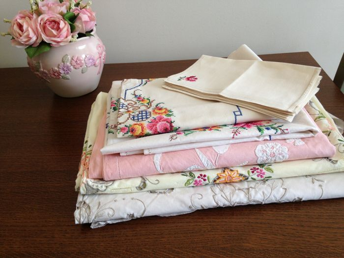 Lot of 5 100% cotton tablecloths embroidered and openwork. France