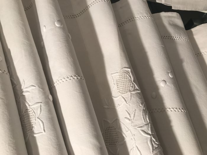 Elegant white cotton sheet with handmade embroidery (ref98Z5)
