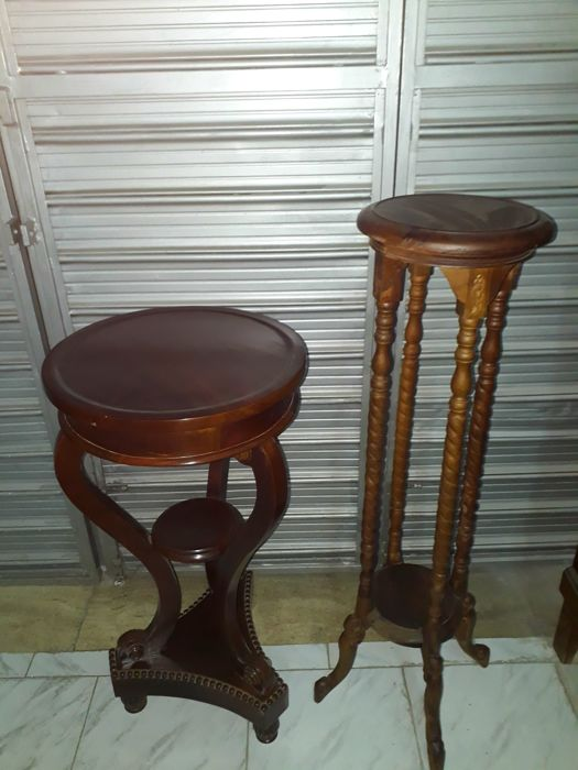 Two column-shaped Italian pieces of furniture made of mahogany wood, very particular with decorations - Italy - 1980