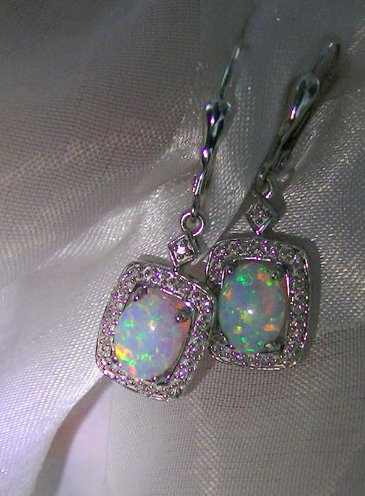 Opal earrings with 30 brilliants, white gold 18 kt -750