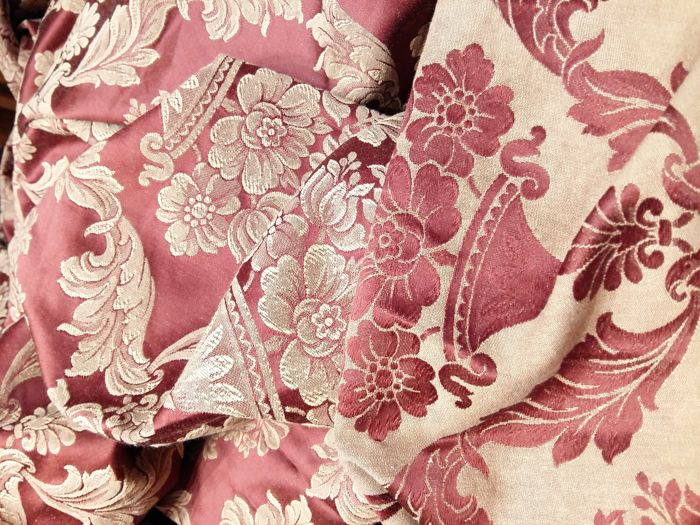 Italian craftsmanship - from the grandmother's trousseau - very large Damask fabric -  290 x 260