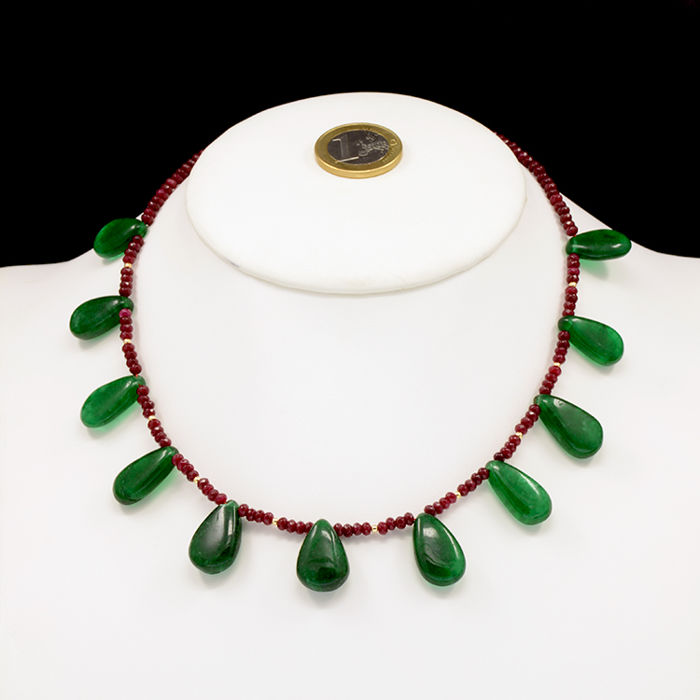 18k/750 yellow gold necklace with emeralds and rubies - Length: 43 cm