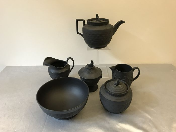 Leeds black pottery, 6 pieces
