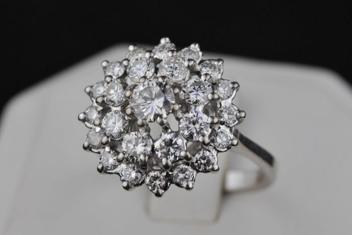 Exclusive Flower-setting Diamond Ring with Total +/-2.50ct G/VS set on 18k White Gold - E.U Size 56 *re-sizable
