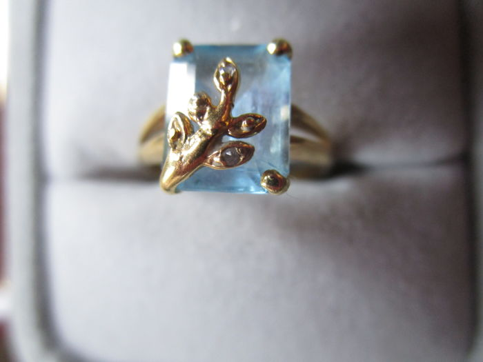 Cocktail ring in 18 kt yellow gold, with a topaz