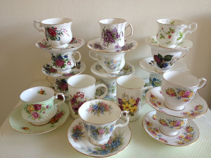 28 Pieces of English Fine Bone China Cups, Saucers & Mugs with Flowers- Royal Albert, Canterbury, Cambridge Garden,  etc.- Second half 20th century - England