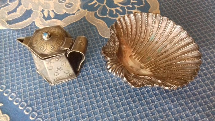 Sheffield shell and silver metal milk jug - overall approximate weight 502 grams