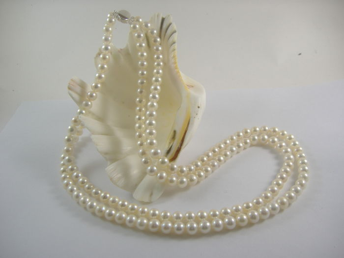 Akoya pearl necklace, 7 mm, silver clasp