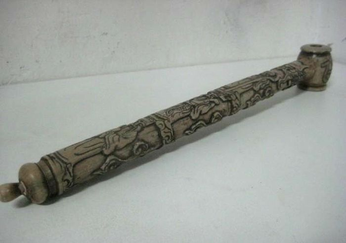 Large piece of complete jade stone carved and signed in the form of an 18th century smoking pipe - late 20th century