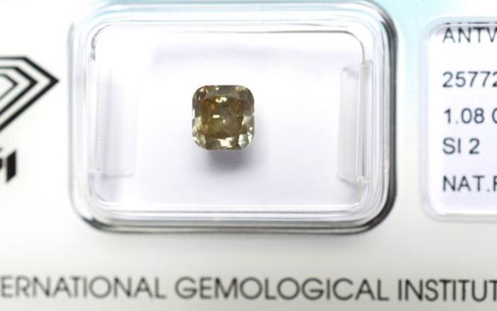 1.08 ct. Square cushion modified cut brilliant diamond, natural fancy greyish yellow brown, VG/VG/G, SI2 EXCLUSIVE (LOW RESERVE)