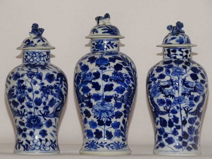 Lot of 3 Dragon Decoration Vases, Marked Kangxi - China - 19th Century