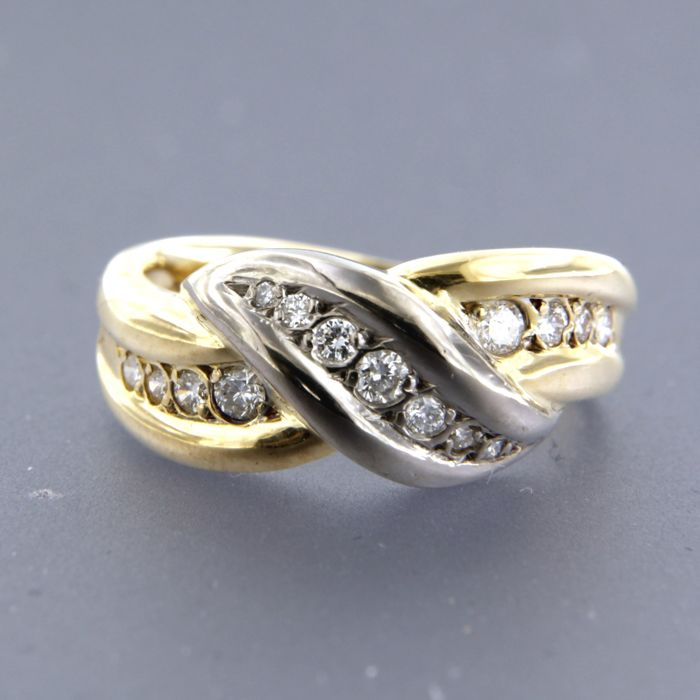 18 kt bi-colour gold ring set with 15 brilliant cut diamonds, approx. 0.40 carat in total, ring size 16.5 (52)