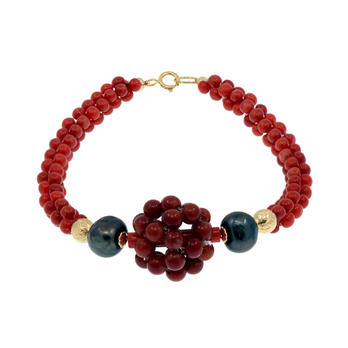 18k/750 yellow gold bracelet with coral and peacock pearls - Length, 19 mm.