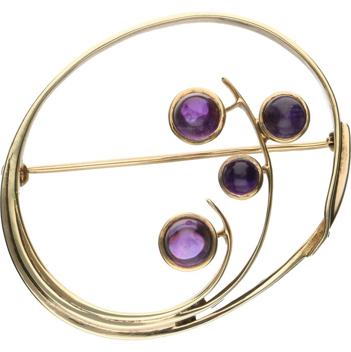 14 kt - Yellow gold brooch set with 4 cabochon cut synthetic amethysts - Length x Width: 44 mm x 36 mm