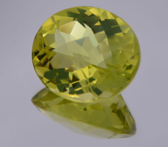 Lemon quartz - Deep yellowish green - 45.86 ct - 'No reserve price'