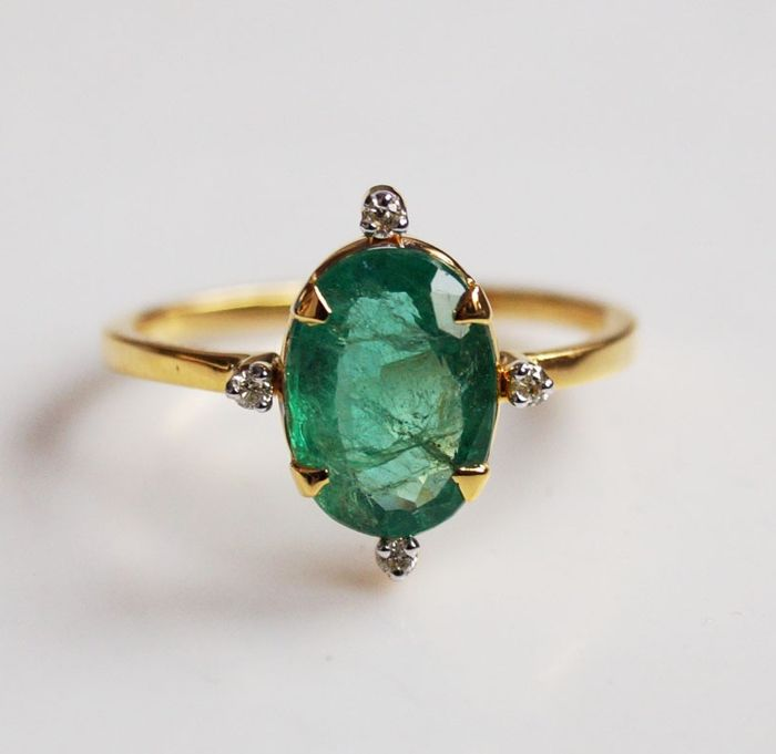2.100 Gms Emerald & Diamond Ring in 14 kt gold, size 6.5