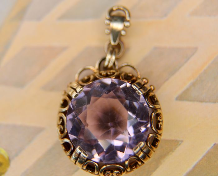 1910/1920 Art Nouveau handcrafted pendant with a large facetted Amethyst approx. 9.25Ct. in reach decorated frame silver frame.