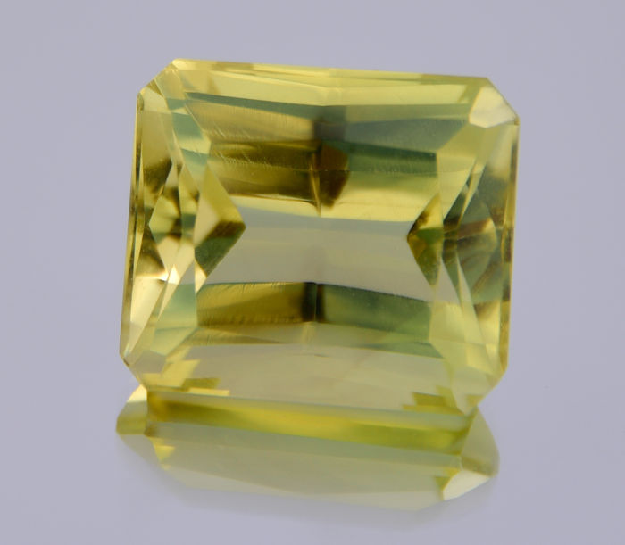 Lemon quartz - Dark yellowish green - 24.65 ct - No reserve price