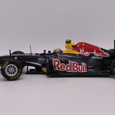 Minichamps - Scale 1/18 - Red Bull Racing RB7 - 2011 - Driver: M. Webber