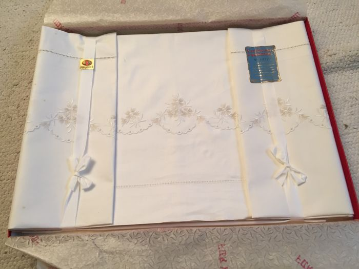 Indanthren embroidered sheet + 2 pillowcases, 100% cotton with certificate of guarantee