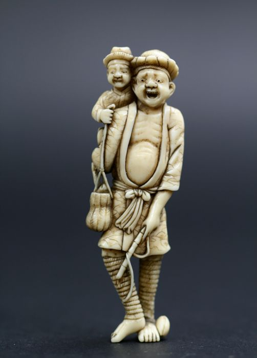 "Netsuke ivory ""Father and son back from fishing"" - Japan - 18th/19th century (Edo period)"