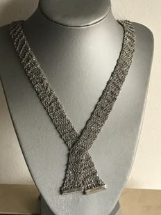 Exclusive scarf necklace by Nicotra Di San Giacomo Length: approx. 69 cm