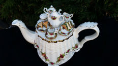 Royal Albert - Teapot - 'Old Country Roses'