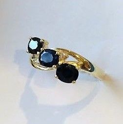 ***No Reserve*** New ring, Trilogy of Sapphires of 1.50 ct with 2 Diamonds and 14 kt Gold, Made in Spain - 18 mm in diameter