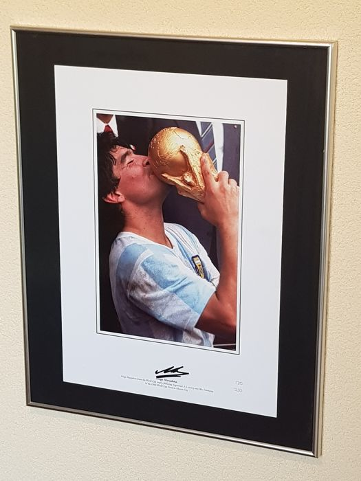 Diego Maradona  - Original hand signed large limited edition  130/250 pcs  photo 30x43 cm + COA