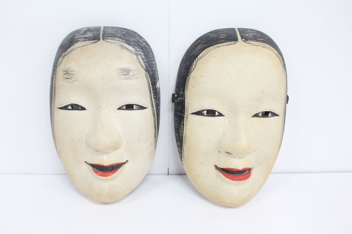 Two vintage wood Noh ko-omote masks - Japan - Mid 20th century