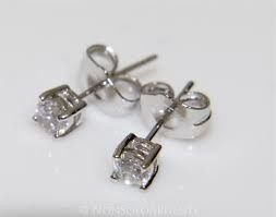 White gold earrings 18 kt with diamonds, 0.16 ct